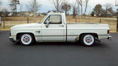 """Project """"Yetti"""" 87 GMC short bed - Page 2 - The 1947 - Present Chevrolet & GMC Truck Message Board Network 1987 Chevy Silverado, 87 Chevy Truck, Chevy C10, Chevrolet, Lowered Trucks, C10 Trucks, Pickup Trucks, Muscle Truck, Pickup Car"""