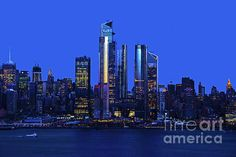 The New York Skyline at Twilight. Manhattan Skyline, New York Skyline, One World Trade Center, Time Warner, Blue Hour, Hudson River, Empire State Building, First World, Twilight