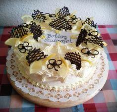 Sokszor van úgy, hogy kell egy torta, ami nem túl édes és nem nagyon vajas. Ilyenkor kerül a citromtorta az asztalra. Többféle citromos torta recept közül egy olyat osztok meg veletek, ami mindig nagy sikert arat a családomnál. A
