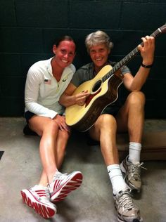 Christie Rampone and Pia Sundhage with the guitar that the team gave Sundhage as a farewell present. (@christierampone/Twitter)