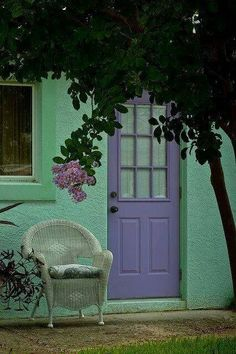 Unusual combination of purple and aqua, but it has an interesting look, my new house is almost this shade of green maybe I should paint the back door to my garden lavender Exterior Doors, Exterior Paint, Shades Of Purple, Green And Purple, Green Colors, Verde Vintage, Pintura Exterior, Purple Door, Lavender Garden