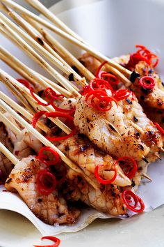 Delicious, fresh, juicy Korean barbecued squid on skewers - a crowd pleasing dish which is perfect for your next BBQ or family gathering! Barbecue Recipes, Grilling Recipes, Veggie Recipes, Seafood Recipes, Asian Recipes, Cooking Recipes, Healthy Recipes, Seafood Bbq, Savoury Recipes