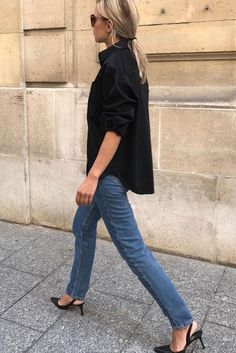 black shirt over blue jeans #jeans #ootd #fashion