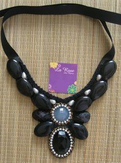 Ref: (CL 03958) Maxi Colar em couro preto, com pedras pretas e strass.