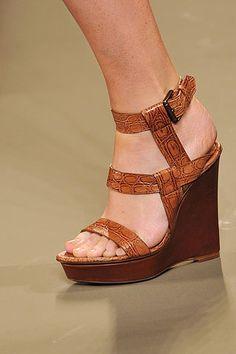 Describe your pinSpring 2009 Ready-to-Wear Bottega Veneta #shoes