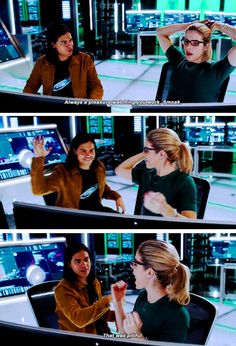 """""""That was pitiful"""" - Cisco and Felicity's high five #TheFlash"""