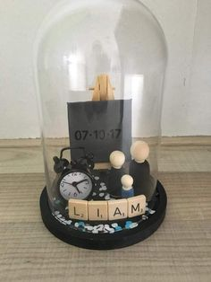 Cloche with birthday birth time and birth weight Can anyone tell me where to find the clock I cant find any instructions in on this DIY or any Pinners who Pinned in Engl. Diy Birthday Frame, Baby Crafts, Diy And Crafts, Birth Weight, Diy Bebe, Birth Gift, Baby Presents, The Bell Jar, Baby Party