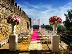 Ceremony arrangement set up with tall urns - Fiore all'Occhiello design