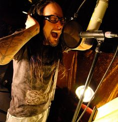 Jonathan Davis (Korn) in the studio. Keeping up with his gift. New Bands, Great Bands, Cool Bands, Kinds Of Music, Music Is Life, My Music, Nu Metal, Korn, List Of Heavy Metals