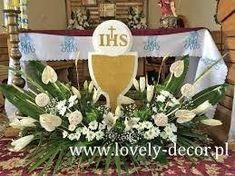 Image result for dekoracja ołtarza komunia First Communion Decorations, First Communion Party, First Holy Communion, Corpus Christi, Church Altar Decorations, Wedding Hall Decorations, Altar Flowers, Church Flowers, White Flower Arrangements
