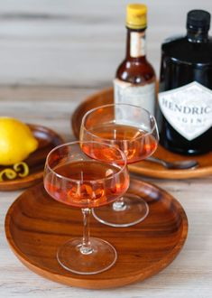 Pink Gin | DIVERSE DINNERS Easy Cocktails, Cocktail Drinks, Alcoholic Drinks, Beverages, Gin And Soda, London Gin, Gin Brands, Gin Lovers, White Wine