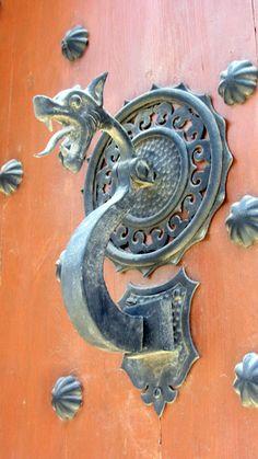 Ginestar La Ribera l Door Knobs And Knockers, Knobs And Handles, Knobs And Pulls, Door Handles, Cool Doors, Unique Doors, The Doors Of Perception, Door Accessories, Iron Work