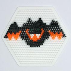 HAMA PERLER BEADS / PERLES, PERLES À REPASSER / STRIJKPARELS, PARELS - BAT / CHAUVE-SOURIS - Halloween bat hama perler beads