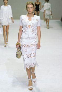 Dolce & Gabbana Spring 2011 Ready-to-Wear Fashion Show - Lily Donaldson