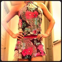 Sexy floral dress  Buttons  at neck. Lining. Mini dress. Dresses Mini