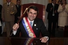 """Senado de Paraguay destituyó a Lugo por """"mala gestión"""", Franco es su reemplazo. Remoción causa ola regional de repudios. Ver más en: http://www.elpopular.com.ec/55565-franco-niega-que-haya-ocurrido-un-golpe-de-estado-en-paraguay.html?preview=true"""