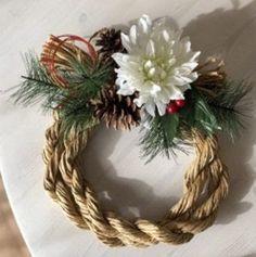 オール100均!わら要らずの手作りしめ縄リースの作り方|LIMIA (リミア) Ikebana Flower Arrangement, Flower Arrangements, New Years Decorations, Green Flowers, Grapevine Wreath, Flower Art, Diy And Crafts, Christmas Wreaths, Easy Diy