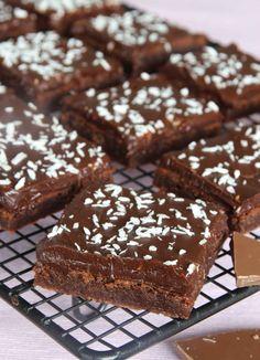 RECEPT: Mjölkchockladbrownies med mörk chokladtryffel