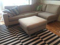 Iso beige / hiekanvärinen sohva