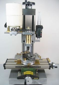 A small homemade milling machine for desktop machining from column to spindle center and from milling table to spindle clearance) Homemade Tools, Diy Tools, Milling Table, Cnc Milling Machine, Metal Mill, Cnc Maschine, Metal Processing, Machinist Tools, Diy Cnc
