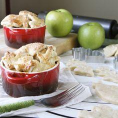 mini apple pies with super cute crusts http://www.dishingthedivine.com/2012/01/23/mini-apple-pies-with-super-cute-crusts-plus-an-announcement/