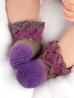Baby Booties Pattern featured in Bavarian Crochet On-the-Go from Anniescatalog.com -- The Bavarian 2 round stitch technique by Jenny King brings a unique look of color and texture to these crochet projects.