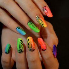 Basta stare a naso in sù ad osservare i colori dell'arcobaleno! Realizzali sulle tue unghie. https://www.facebook.com/photo.php?fbid=10152453051903453&set=pb.271651468452.-2207520000.1399561219.&type=3&theater