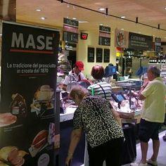#Carrefour. La qualità Masé é apprezzata ovunque. É un onorare collaborare con colossi del genere.   Visita il nostro sito www.cottomase.it e scopri le ultime novità del mondo Masé!  #cottomase #cottotrieste #slowfood #streetfood #gamberorosso #tradizione e #gusto #cracco #bastianich #giallozafferano  #foodporn #Expo2015 #Milano #fiera del #food #eat #eating #italian #italy #ham #made #in #trieste #cotto #quality #masterchef #chef