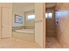 walk in showers no doors | 507 Aqua Dr - walk in shower, no door