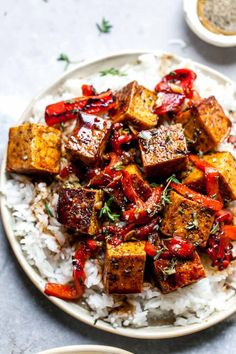 Crispy Balsamic Tofu with roasted red peppers is a quick and easy meal that comes together in just 20 minutes. Vegan, gluten free, and perfect for meal prep, this tofu recipe will become your go-to. Tofu Recipes, Dinner Recipes, Healthy Recipes, Healthy Food, Vegan Vegetarian, Vegetarian Recipes, Raw Vegan, Vegan Gluten Free, Tofu Dishes