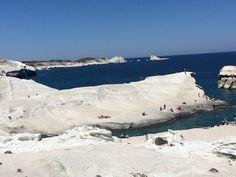 Ono što krasi grčka ostrva je njihova različitost. Za Milos, ostrvo koje pripada grupi Kiklada, kažu da je idealan izbor za romantični odmor. I zaista je tako. Na Milosu su …