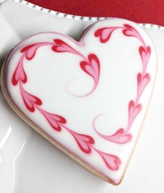 Can there be anything more special for Valentine's Day than some adorable Valentines Day cookies? From heart shaped cookies to XOXO Cookies & Cookies Cupcake, Valentine's Day Sugar Cookies, Fancy Cookies, Cookie Icing, Iced Cookies, Cute Cookies, Royal Icing Cookies, Cookies Et Biscuits, Iced Biscuits