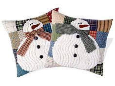Chenille snowman pillows with wool from Habitat Christmas Sewing, Christmas Snowman, Christmas Projects, Xmas, Christmas Quilting, Quilting Projects, Sewing Projects, Chenille Crafts, Snowman Quilt