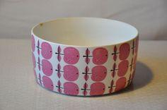 Bowel designed by Swedish designer Stig Lindberg Vintage Dishware, Vintage Pottery, Stig Lindberg, Mcm Furniture, Ceramic Design, Porcelain Ceramics, Retro Design, Kitchen Accessories, Scandinavian Design