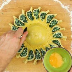 Echter Hingucker: Mit der Spinat-Sonne kommt gute Laune auf den Teller. #gemüse #spinat #rezepte