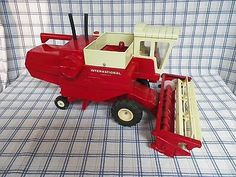 Vintage Ertl International Harvester Hydrostatic Combine Tractor Die Cast Metal $199