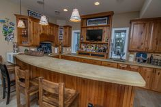 Did someone say wet bar? This Lake Front home on Deep Creek Lake features a fully stocked wet bar area, complete with a microwave and fridge!