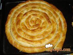 Recept za Domaću pitu sa krompirom. Za spremanje pite neophodno je pripremiti vodu, brašno, ulje, krompir, luk, so, biber, mast.