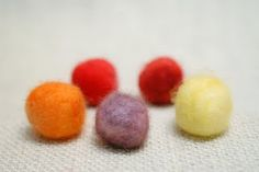 Tutorial how to color dye felting wool with KoolAid