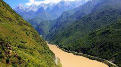 Les gorges du Saut du Tigre - D'immenses chutes d'eau et des panoramas grandioses sur le fleuve Yangzi composent le cadre de belles randonnées.