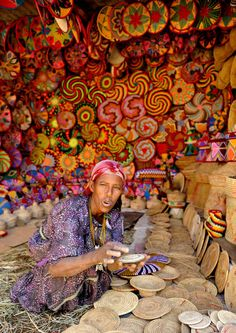 Africa | Baskets for sale in Aksum, Amara, North Ethiopia | ©Hanka Kurczyna