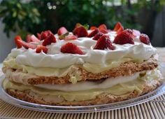 Τούρτα αμυγδάλου με μους λευκής σοκολάτας, κρέμα λεμονιού και φράουλες!!! - Filenades.gr