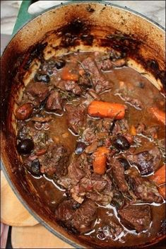 Provençal stew in a lutée casserole dish by Philippe Etchebest (white wine, mushrooms and black olives) ~ Happy taste buds - Provençal stew in a lutée casserole dish by Philippe Etchebest – beef stew in white wine, with - Stuffing Recipes, Meat Recipes, Cooking Recipes, Healthy Recipes, Stroganoff Recipe, Beef Stroganoff, Chefs, Vegetable Drinks, Healthy Eating Tips