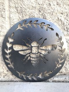 Made of 14 Gauge Steel. These make for great customized Gifts! Pricing is for an unpainted product. Multiple sizes are available. Metal Walls, Metal Wall Art, Metal Garden Wall Art, Bee Images, Buzzy Bee, I Love Bees, Cute Bee, Bee Art, Bee Design