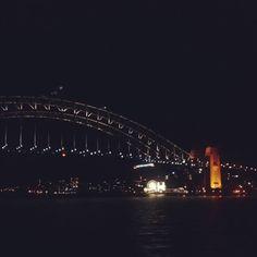 シドニー港の夜景きれいなぁ Sydney um nacht ist so schee.  #シドニー #夜景 #オーストラリア #sydneyatnight #sydneyharbourbridge by i.spy.adventure http://ift.tt/1NRMbNv