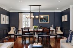 Black Dining Room Decor ideas - What is a good color for a dining room? Black Dining Room Decor ideas - How do I update my traditional dining room? Dining Room Paint, Dining Room Design, Dining Room Chairs, Wood Chairs, Navy Dining Rooms, Dining Tables, Living Rooms, Dark Blue Dining Room, Dining Room Inspiration