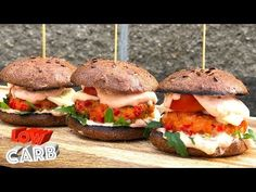 LOW CARB Recepty - YouTube Mini Burgers, Salmon Burgers, Burger Food, Paleo, Healthy Eating, Low Carb, Chicken, Ethnic Recipes, Heart