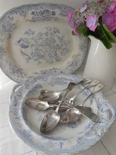 Victorian silver plate spoons with crests available from Lavender House Vintage for worldwide delivery #vintage#home#dining#kitchen