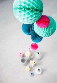 Pompoms i papir, turkis/rosa, 3 stk Paper Flower Ball, Paper Flowers, Ball Decorations, Festival Decorations, Arrow Decor, Paper Balls, Honeycomb Paper, Wedding Lanterns, Kids Store