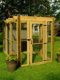 DIY Dog Run Doghouse - Pretty Pergola design to match pergola over hot tub. Bigger of course for Bacardi!